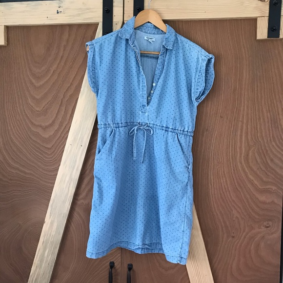 Old Navy Dresses & Skirts - Old Navy Chambray Dress with Pockets! 👖⭐️ x small